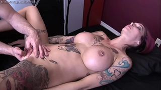 Anna bell peaks acquires erotic massage and glad ending