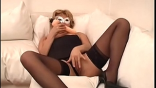 Mature and corpulent blond has solo sex