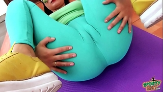 Swollen CAMELTOE Big Pain in the neck Teen In Tight Spandex Working Out